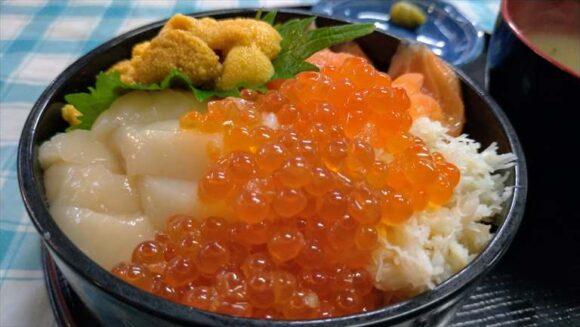 定食めし屋の海鮮四品丼