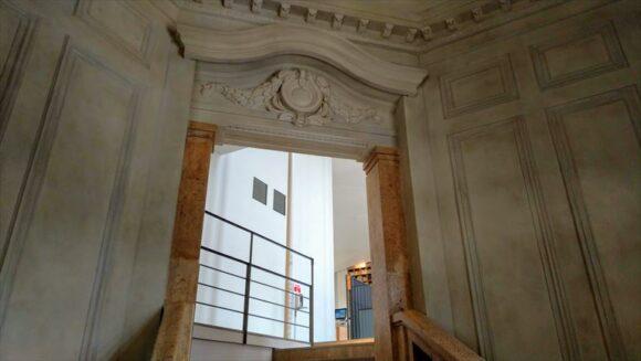 北菓楼札幌本館の階段