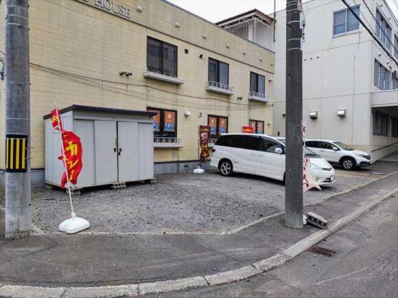 西神カレーの駐車場