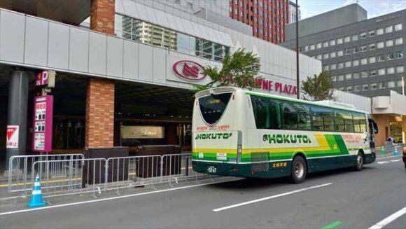 ANAクラウンプラザホテル札幌前から出発するエアポートライナーバス