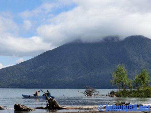 支笏湖でカヌー
