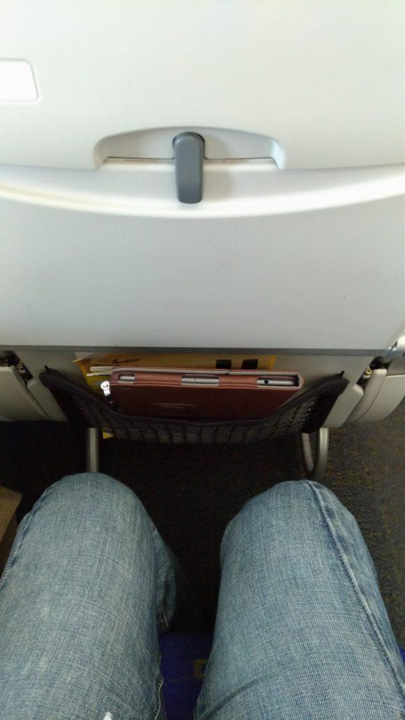 スクートのエコノミー席は意外と前との間隔があって快適