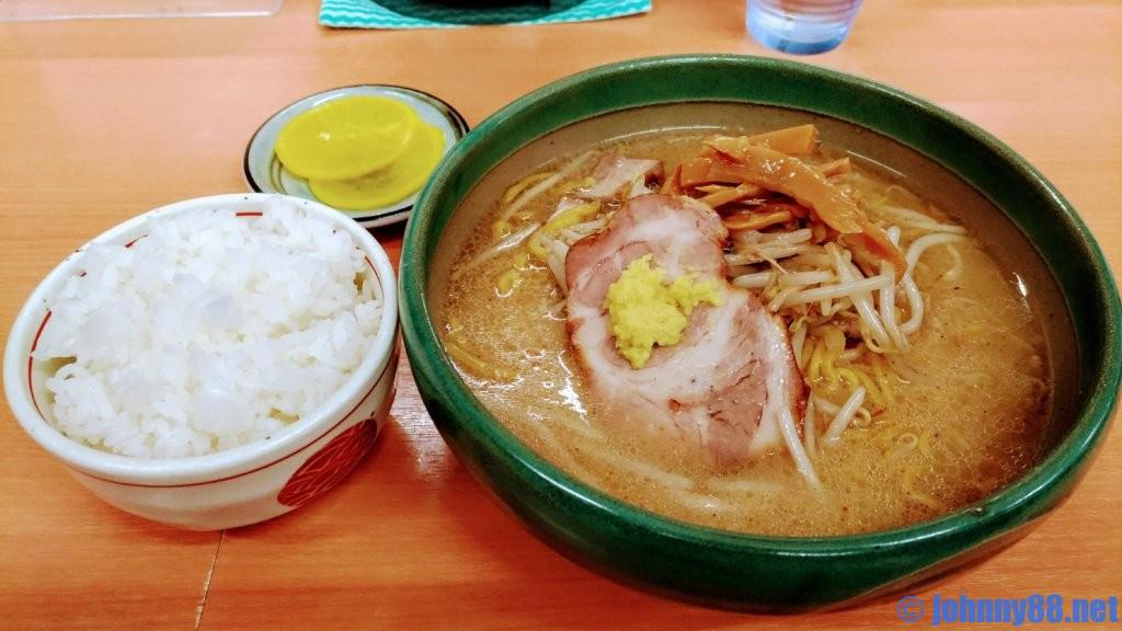 札幌ナンバー1ラーメン店麺屋 彩未の味噌ラーメンとライス