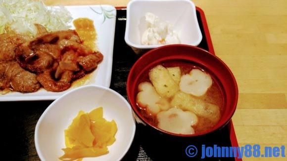 串鳥のランチ生姜焼きの付け合わせ