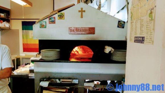 ダマッシモの特注のピザ釜