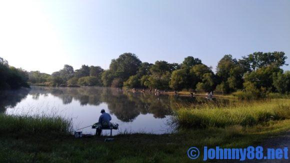 皆楽公園キャンプ場で釣り