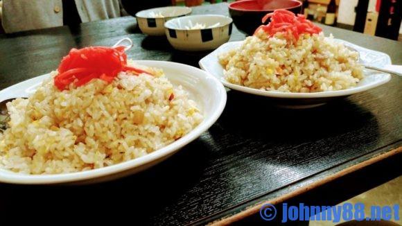 七福食堂のチャーハン普通盛と中盛の比較画像