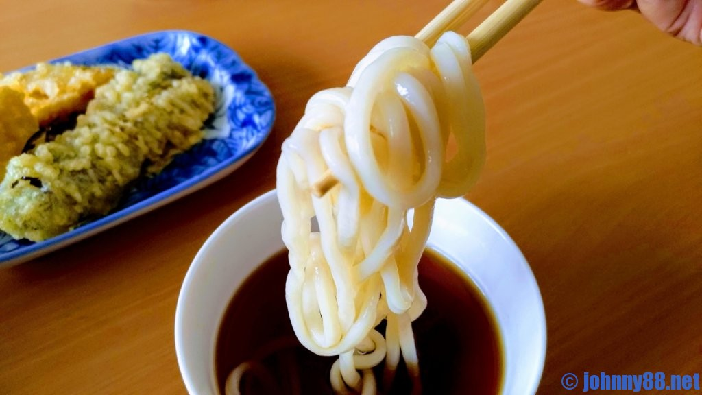 大竹製麺所の手打ち讃岐うどんをざるで食べる