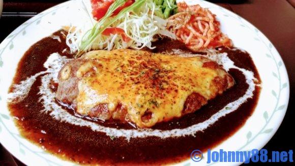 札幌市東区の洋食レストランゆっぴーのチーズハンバーグステーキアップ画像