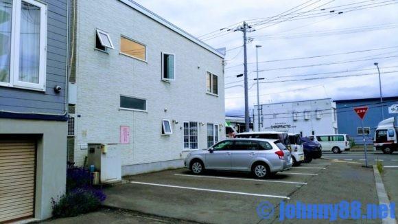 札幌市東区の洋食レストランゆっぴーの駐車場は8台分