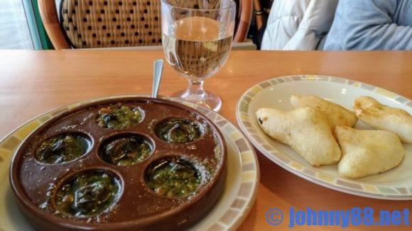 サイゼリヤのエスカルゴのオーブン焼きとフォカッチャ