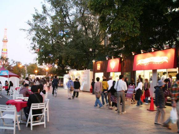 大通公園で開催されるオータムフェスト