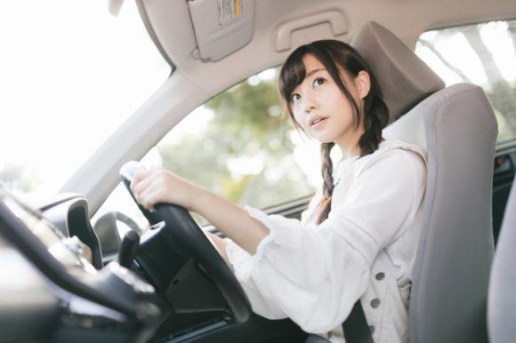 札幌市内を運転する女性ドライバー